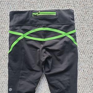 lululemon athletica Pants - Lululemon Run Scorcher Crop - Black/Green - Sz 2